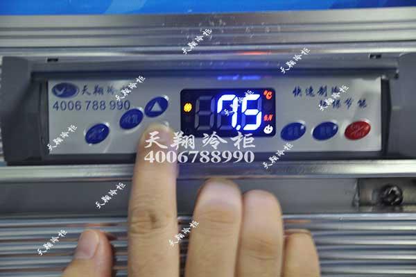 如何使用便利店三门冷柜的温控器调温